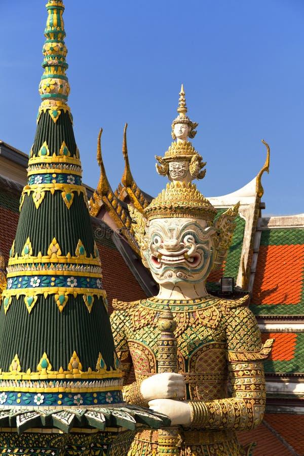 Guardiano al grandi palazzo e tempiale, Tailandia fotografia stock libera da diritti