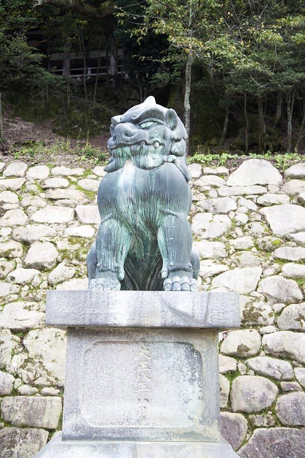 Guardiano Lion Statue Komainu sull'isola di Miyajima fotografia stock