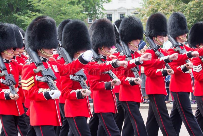 Guardias cambiantes de Londres foto de archivo libre de regalías