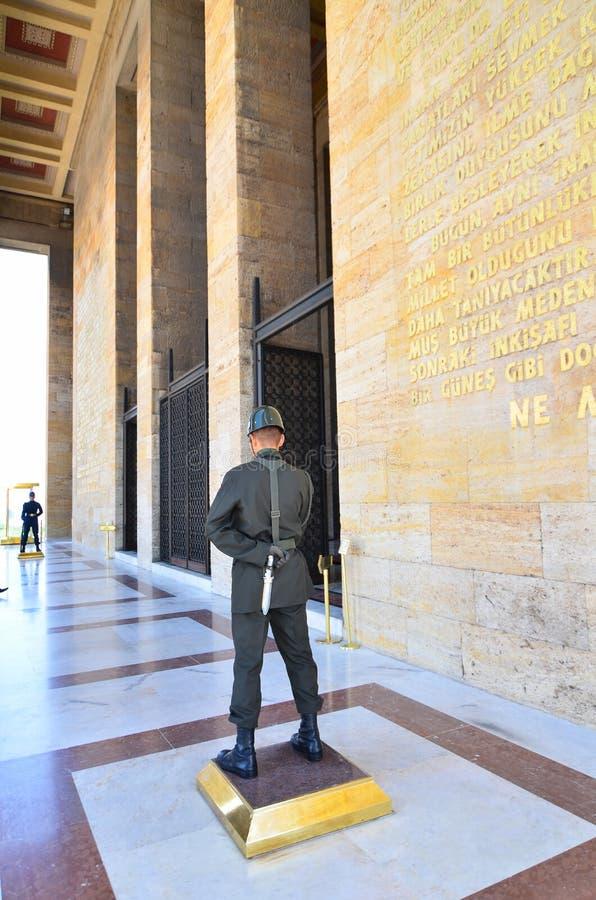 Guardie davanti al mausoleo di Ataturk a Ankara Turchia fotografia stock