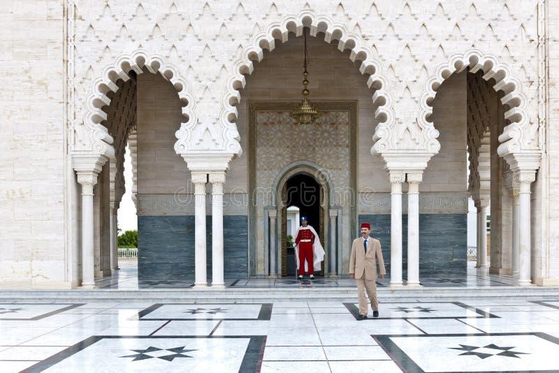 Guardie davanti al mausoleo Mohammed V, Rabat, Marocco immagini stock libere da diritti