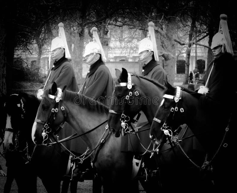 Guardie di cavallo nel parco immagine stock