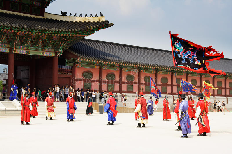 Guards of emperor palace at Seoul. South Korea. SOUTH KOREA. SEOUL - JULY 30: Changing of a guards of king's pal royalty free stock images