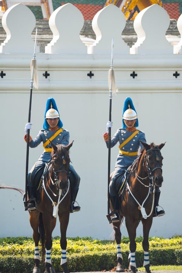 guards som monteras kungliga thai två arkivfoton