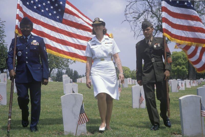 Guart militare di colore al cimitero del veterano fotografie stock