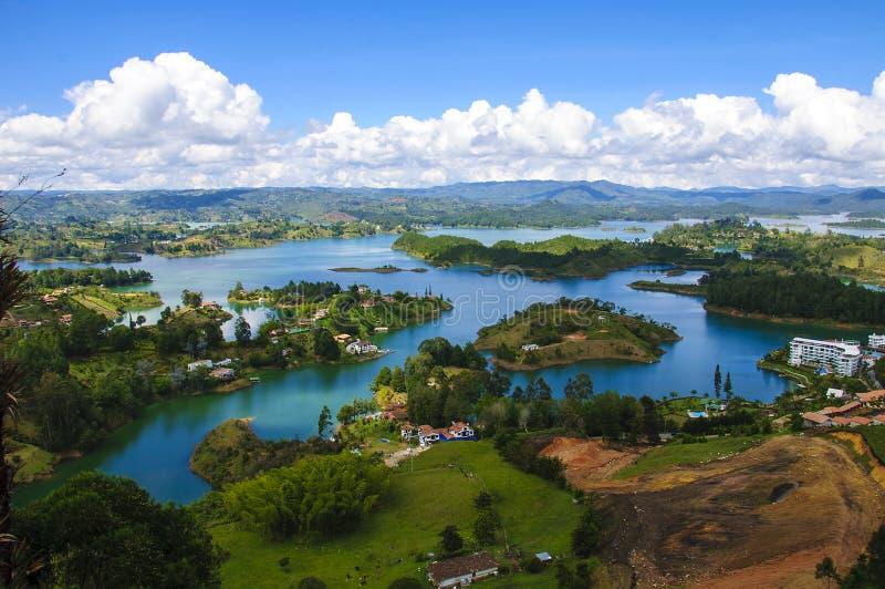 Guatape,哥伦比亚风景  免版税库存图片