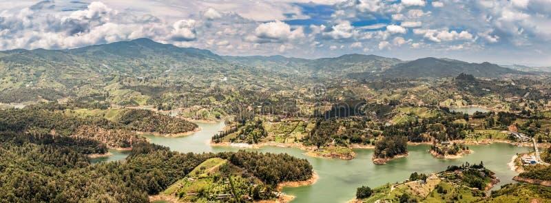 Guatape, Penol,水坝湖鸟瞰图在哥伦比亚 库存照片