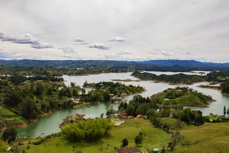 GUATAPE ANTIOQUIA КОЛУМБИЯ, ИЮНЬ 2014 стоковое изображение rf