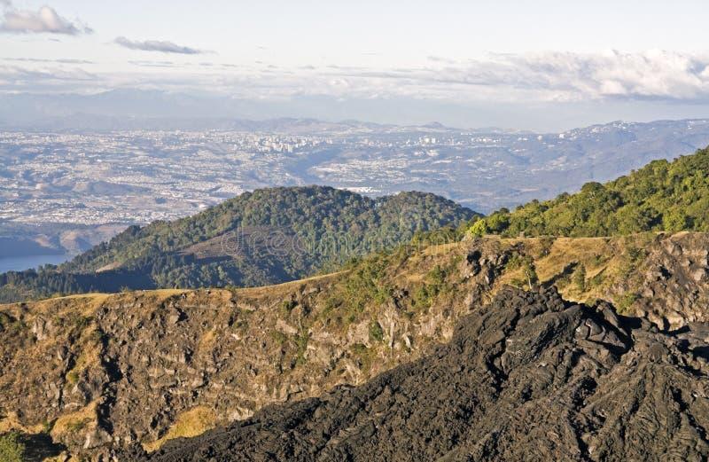 Guatemala City veduto dal vulcano di Pacaya immagini stock