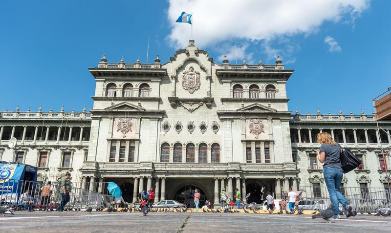 GUATEMALA - NOVEMBER 21, 2017: Nationell slott av kultur i Guatemala City royaltyfria bilder