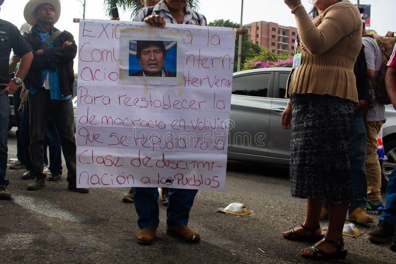 Guatemala: organizzazione politica protesta per l'esilio di Evo Morales e la situazione in Bolivia fotografia stock