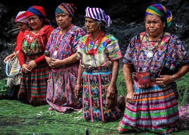 Guatemalaanse vrouwen tijdens een mayan viering voor het mayan nieuwe jaar, Zunil, Quetzaltenango, Guatemala royalty-vrije stock afbeeldingen