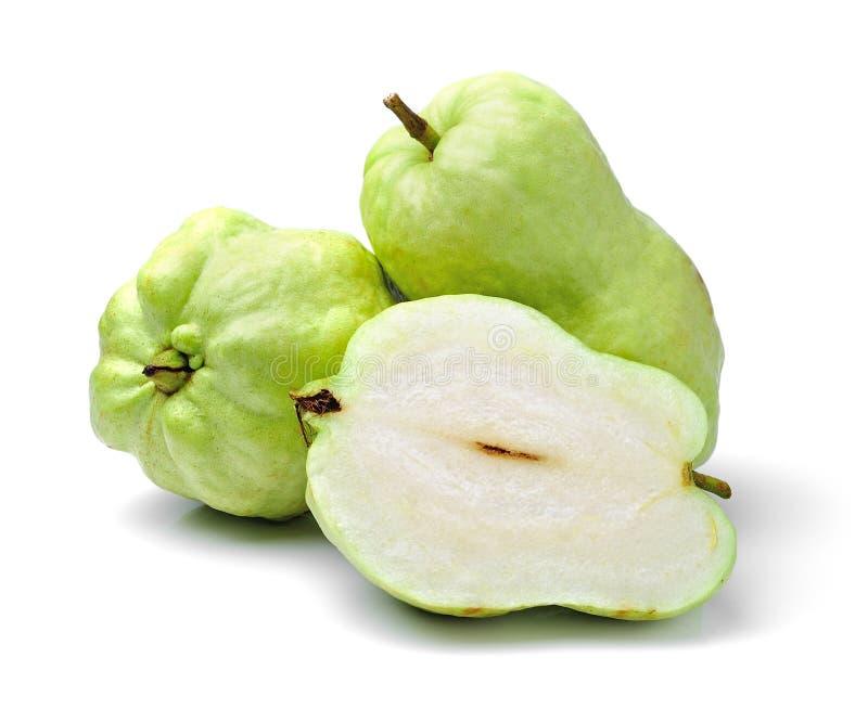 Guave tropisch die fruit op wit wordt geïsoleerd stock fotografie