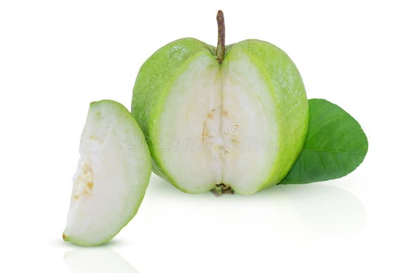 Guavefruit op witte achtergrond wordt geïsoleerd die royalty-vrije stock afbeelding