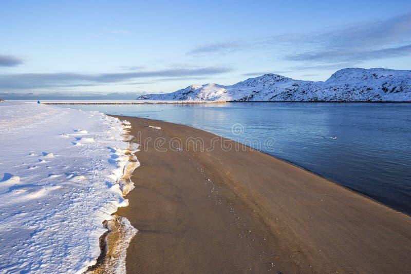 Guba Voronya, Barents morza zatoki zimy krajobraz zdjęcie royalty free