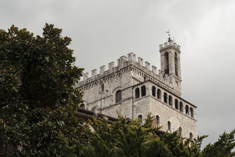 Gubbio, Perugia, Włochy - fasada Palazzo dei Consoli Pałac lokalizuje w piazza Grande, w Gubbio obraz royalty free