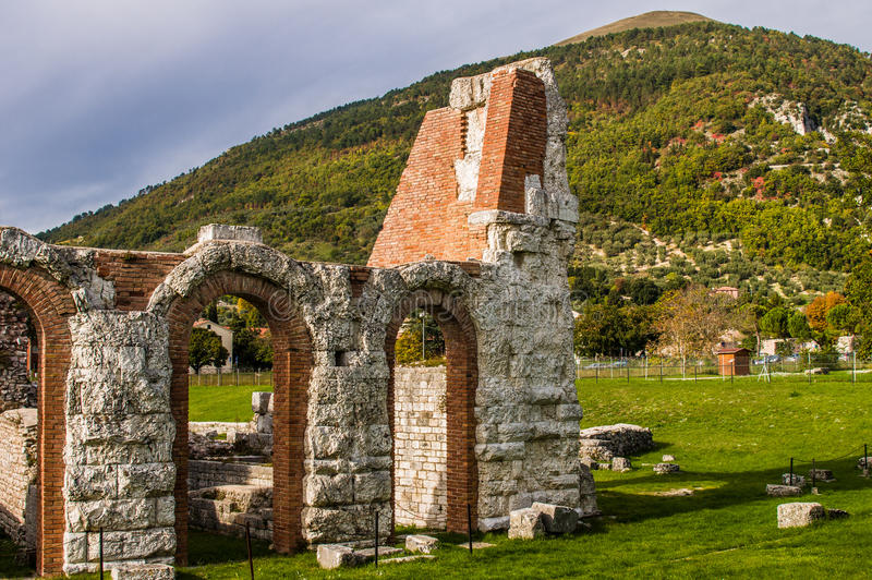 Gubbio Roman Theatre in Italien lizenzfreie stockfotos