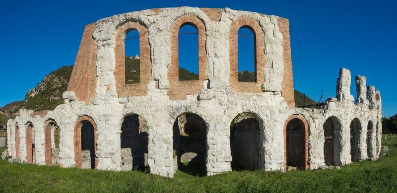 Gubbio, uma da cidade pequena a mais bonita em Itália As ruínas do teatro romano fotografia de stock