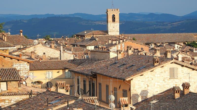Gubbio, un de la petite ville la plus belle en Italie Vue aérienne du village de la place supérieure photographie stock libre de droits