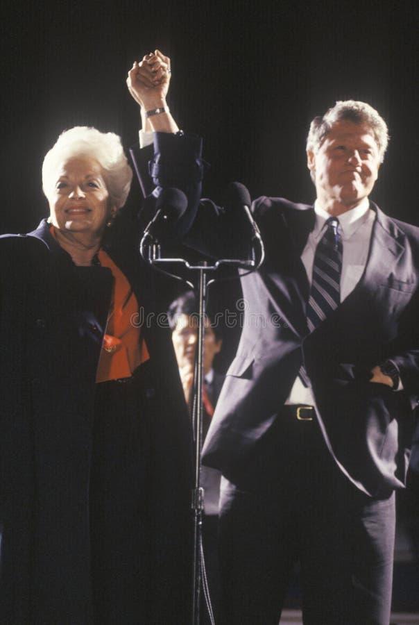 Gubernator Bill Clinton i gubernator Ann Richards przy Teksas kampanią zbieramy w 1992 na jego definitywnym dniu prowadzić kampan zdjęcia royalty free
