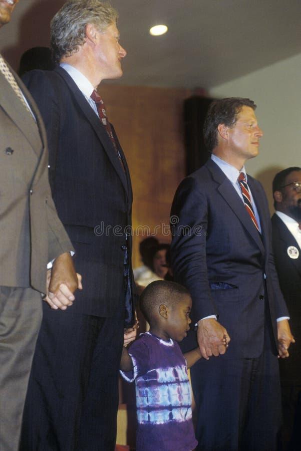 Gubernator Bill Clinton i senator Al Gore uczęszczamy usługa przy Olivet kościół baptystów w Cleveland, Ohio podczas Clinton, krw obraz stock