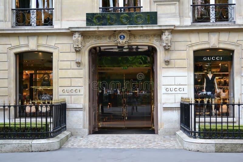 gucci paris бутика стоковое фото rf