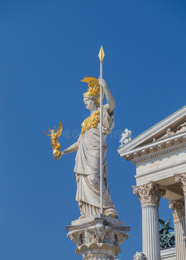 Gudinna Athena Statue på den österrikiska parlamentet royaltyfria bilder