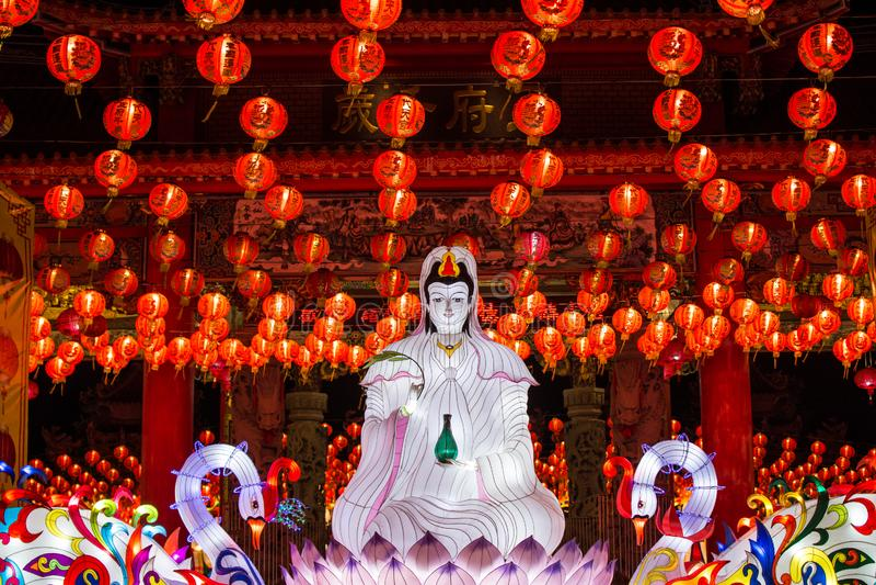 Gudinnan av medkänsla- och förskoninglyktan, kinesiska lyktor för nytt år i chinatown royaltyfria bilder