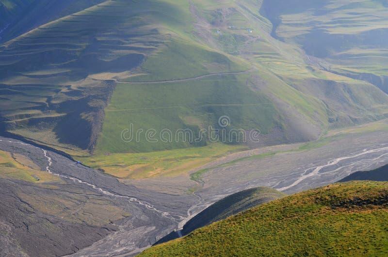 Gudiyalchay flod och is- dal nära den Shahdag nationalparken, Azerbajdzjan, i det större Kaukasus området arkivbilder