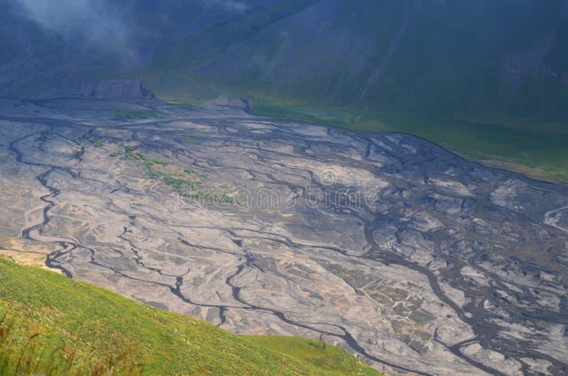 Gudiyalchay flod och is- dal nära den Shahdag nationalparken, Azerbajdzjan, i det större Kaukasus området royaltyfria foton