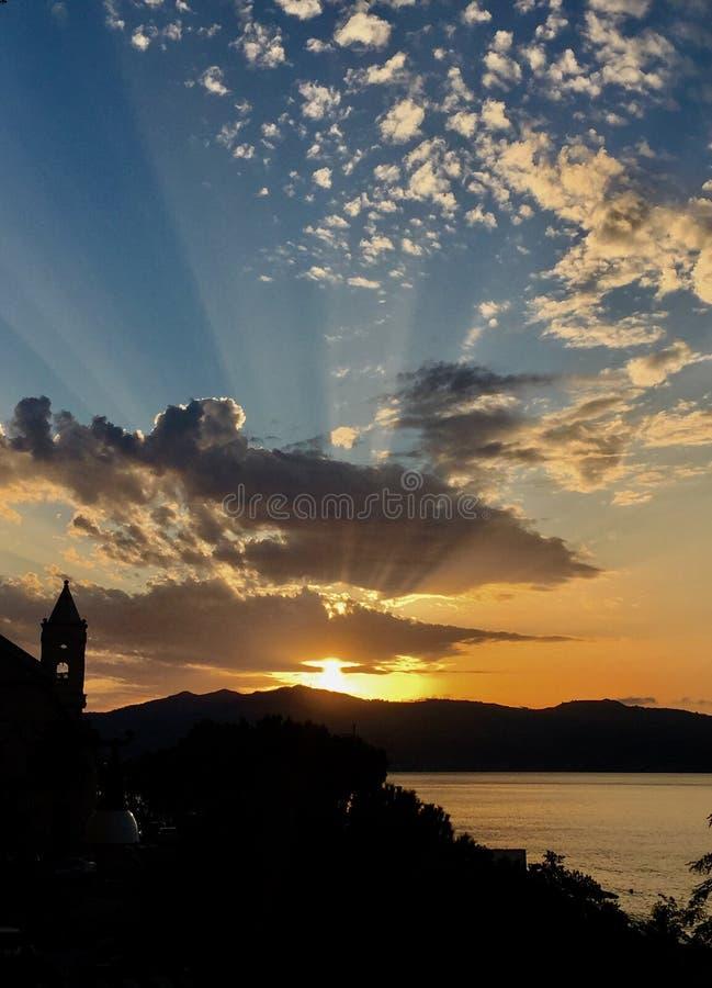Gudomlig solnedgång royaltyfri bild