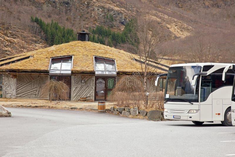 Gudvangen村庄。房子在全国传统 免版税库存照片