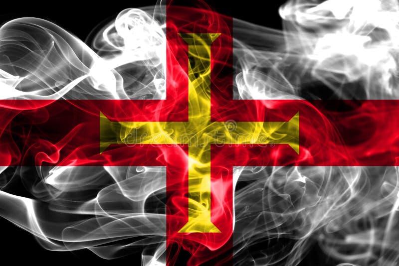 Guernsey rökflagga, Förenade kungariket beroende territoriumflagga arkivbilder