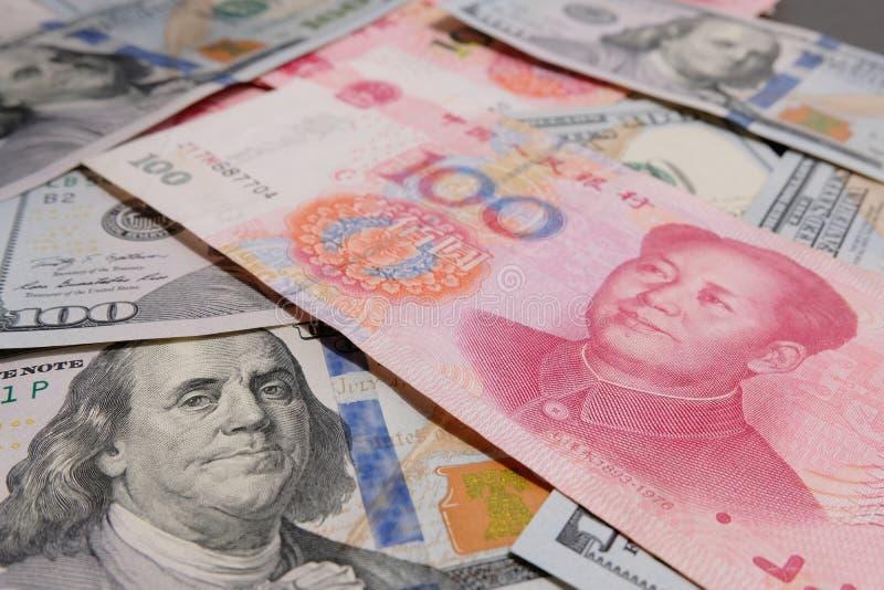 Guerra commerciale di valuta fra concetto di 2 un grande paesi fotografia stock libera da diritti