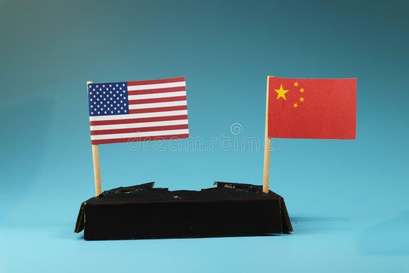 Guerra do negócio entre EUA e China Oeste entre o comunismo do leste entre o capitalismo foto de stock royalty free