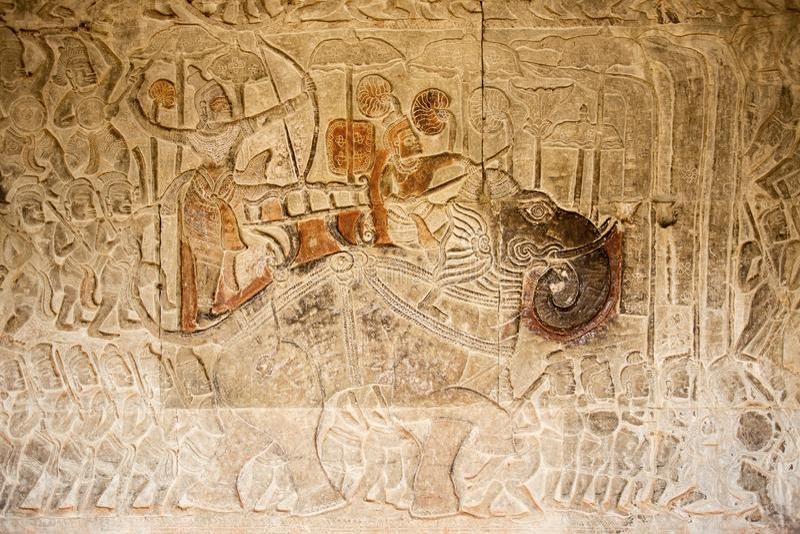 Guerre antique avec le défilé d'éléphant sur le soulagement, Angkor Vat, Cambodge photographie stock