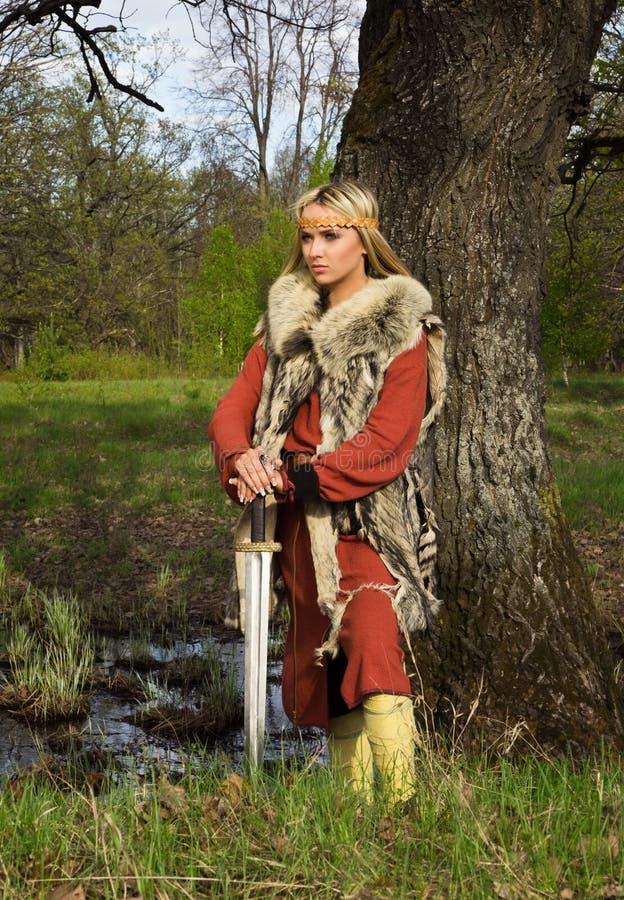 Guerreiro da menina de Viquingue imagens de stock royalty free