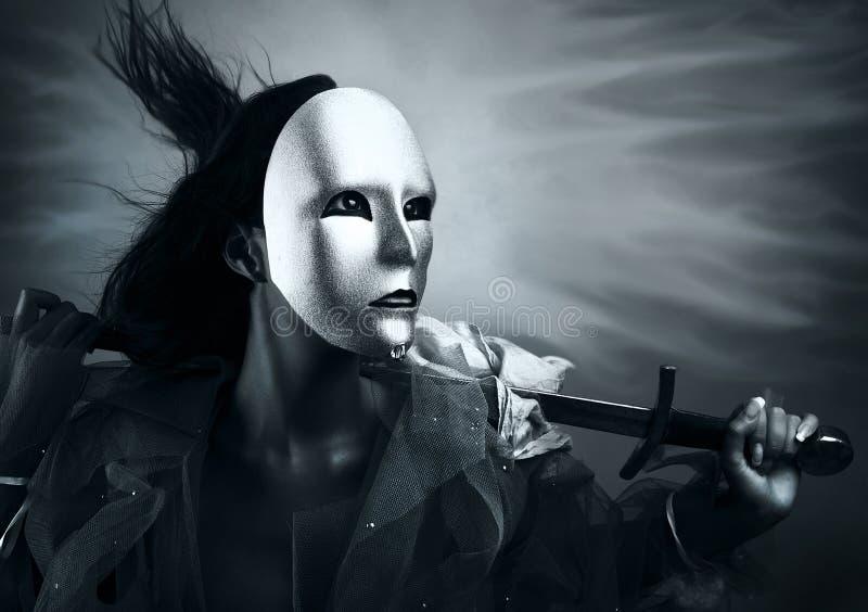 Guerreiro da mulher em uma máscara de prata com uma espada imagem de stock