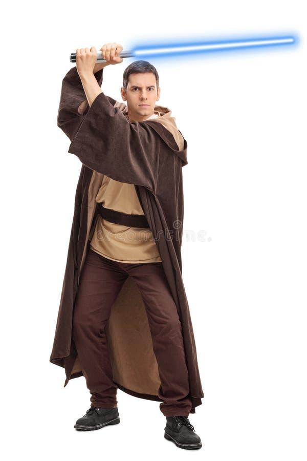Guerreiro novo que guarda uma espada do laser foto de stock royalty free