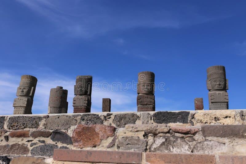 Guerreiros de Toltec em Tula - local arqueológico mesoamerican, México fotos de stock