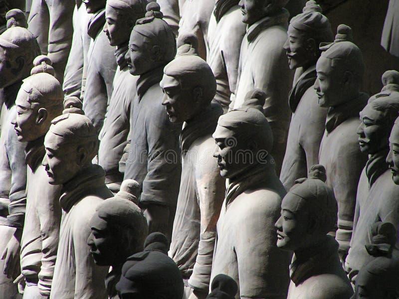 Guerreiros do Terracotta em uma fileira fotografia de stock