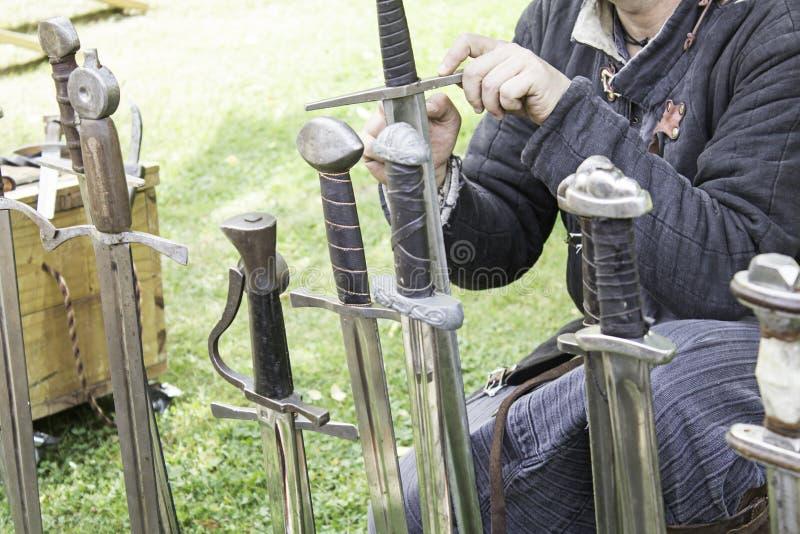 Guerrero con la espada fotos de archivo