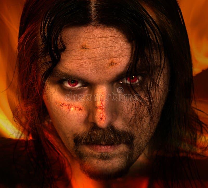 Guerrero del vampiro con las cicatrices foto de archivo