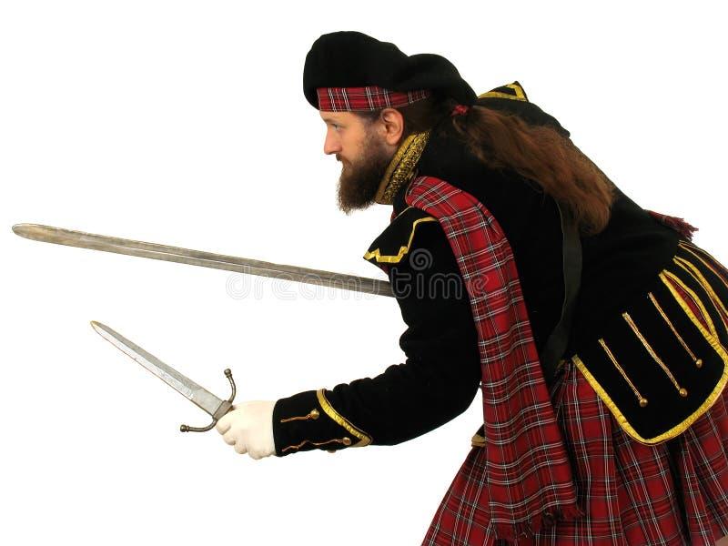 Guerrero escocés con la espada y la daga fotos de archivo