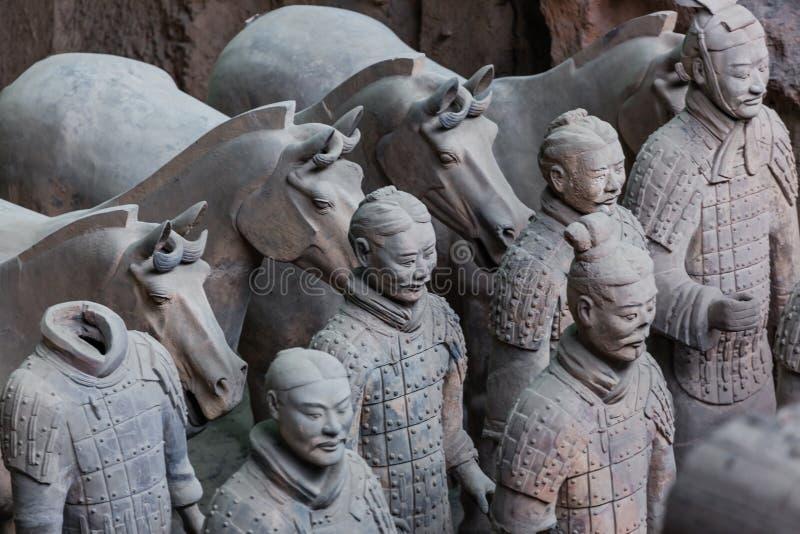 Guerreros del ejército famoso de la terracota en Xian China imagenes de archivo