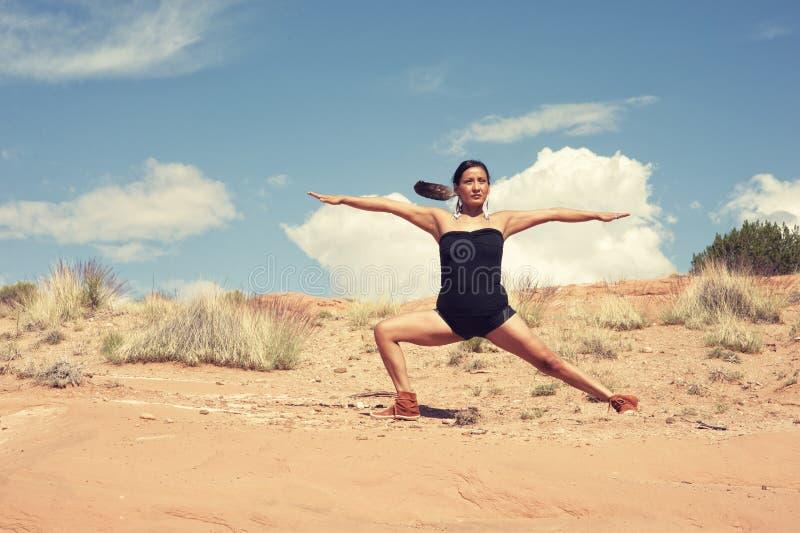Guerriero navajo di yoga della donna fotografia stock libera da diritti