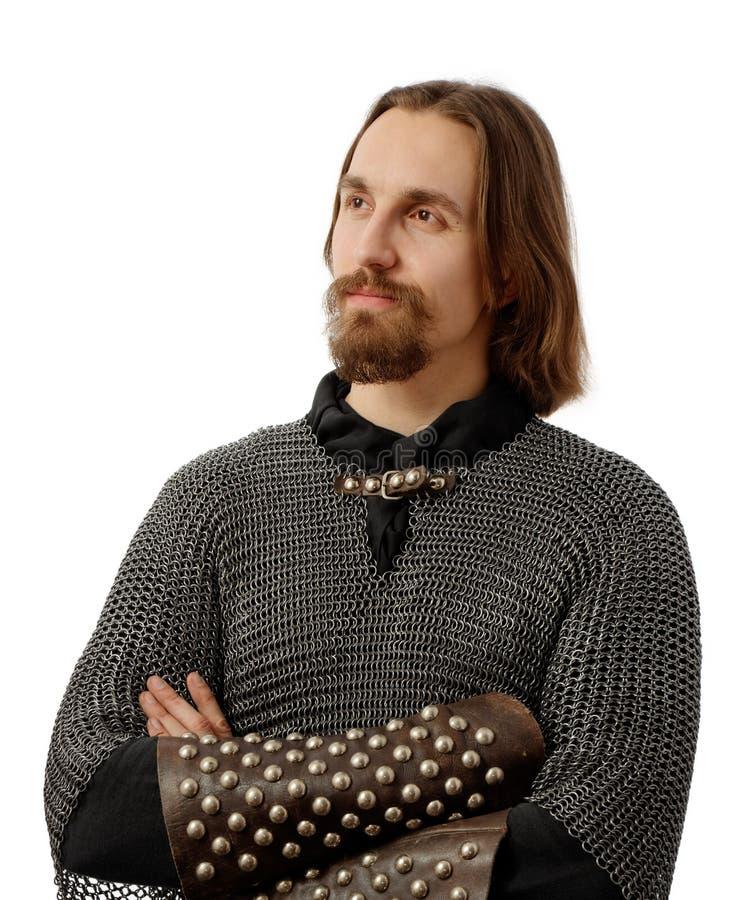 Guerriero nobile in armatura medioevale della posta fotografie stock