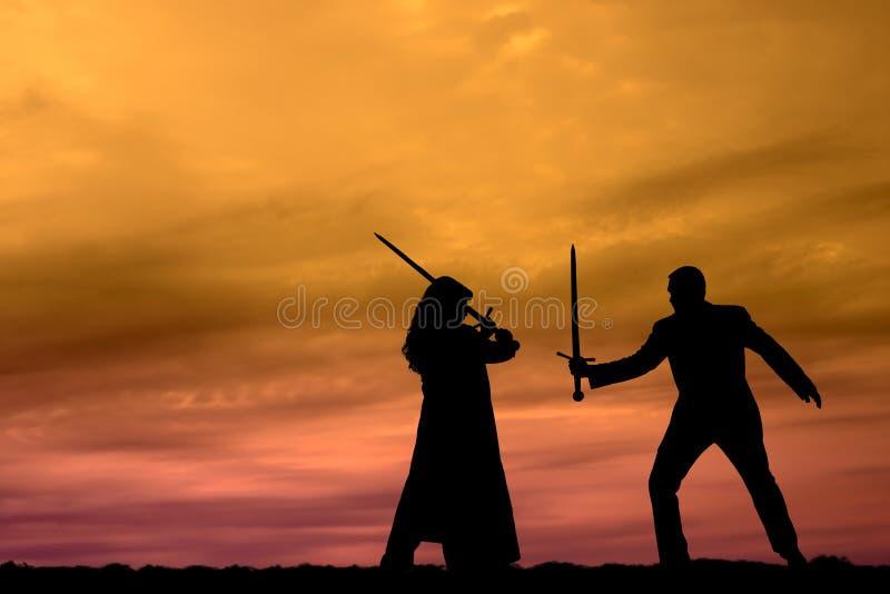 Guerriers de coucher du soleil image stock