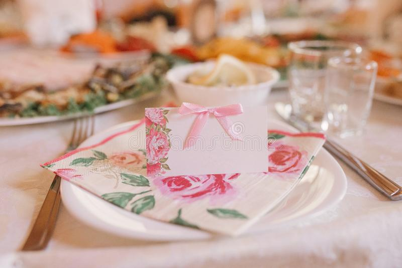 Guest card with pink flowers on the Banquet wedding table royalty free stock photography