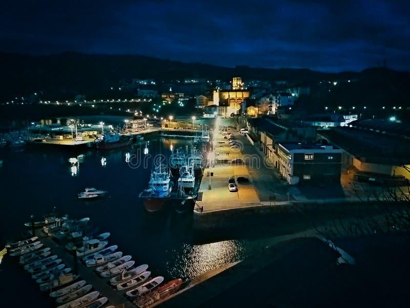Guetaria widok port przy nocą fotografia royalty free